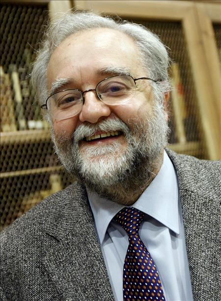 El lingüista español Bosque dice que los emoticons y los chats no amenazan la gramática