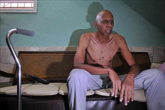 Fariñas estaría dispuesto a comenzar a beber agua tras la liberación de 5 presos