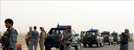 Mueren tres soldados de la ISAF y 5 civiles en un ataque talibán contra un cuartel afgano