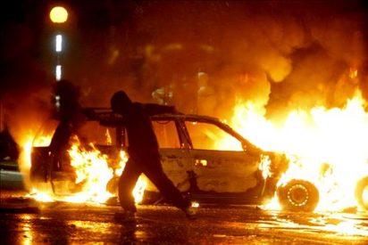 Tercera noche consecutiva de disturbios en Belfast por las marchas protestantes