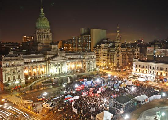 """El Gobierno argentino dice que el país se ubica """"en la vanguardia"""" con la ley de matrimonio homosexual"""