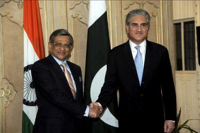 Las diplomacias india y paquistaní acuerdan mantener abierto el canal de diálogo