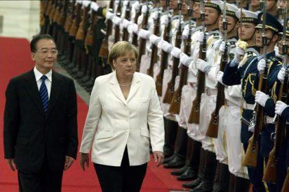 Merkel inicia su gira por China con reunión con primer ministro Wen Jiabao