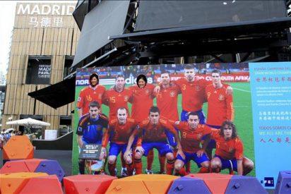 """Los chinos ya pueden fotografiarse con """"la Roja"""" en pabellón Madrid Expo 2010"""
