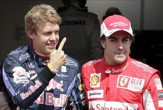 Alonso, batido por dos milésimas por Vettel, se acerca a la victoria