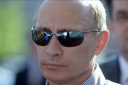 Putin visita una concentración de moteros en una Harley-Davidson