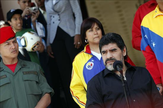 Maradona dice que ama a Fidel Castro y que viajará a Cuba dentro de un mes