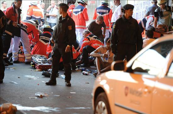 """Al menos 15 muertos en la Loveparade, multitudinaria fiesta """"tecno"""""""