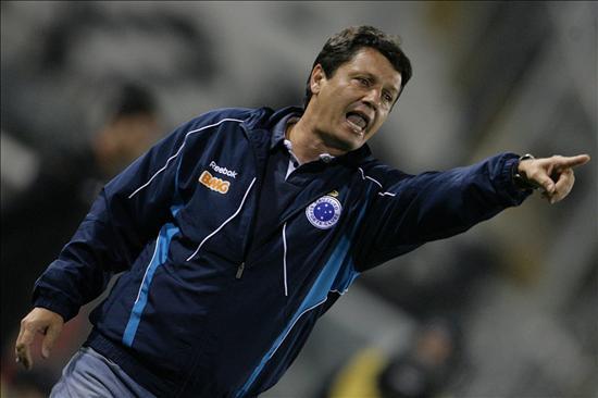 El Corinthians contrata al técnico Adilson Batista para sustituir a Menezes
