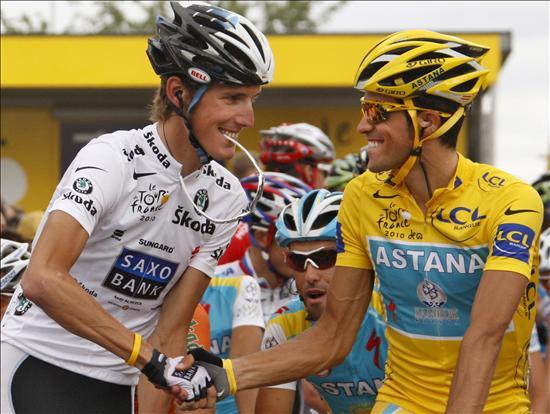 Las luces y las sombras del duelo entre Contador y Schleck