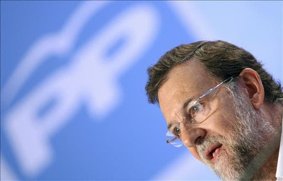 Rajoy promete defender la Constitución y el sentimiento nacional de España