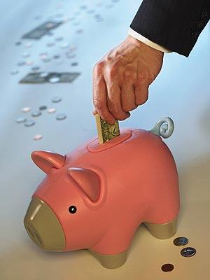 La tasa de ahorro de los hogares españoles cae nueve décimas, hasta el 10,7% de la renta disponible