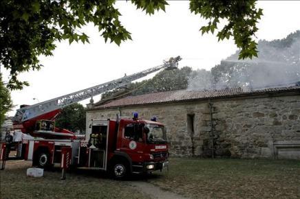 Un incendio destruye parte de la capilla ourensana de Os Remedios del siglo XVI