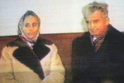 Exhumados los restos de Ceacescu y su mujer