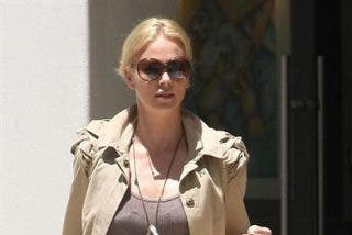 Charlize Theron fiel a Roger Vivier