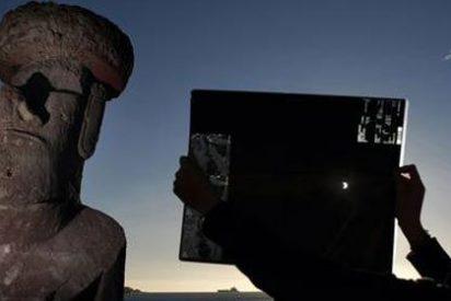 Un eclipse de Sol deja a oscuras la Isla de Pascua