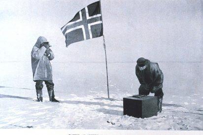 Faus y Masiá plantando su bandera