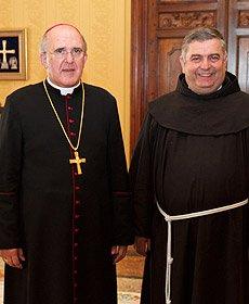 Osoro recibe al Ministro general de los Franciscanos
