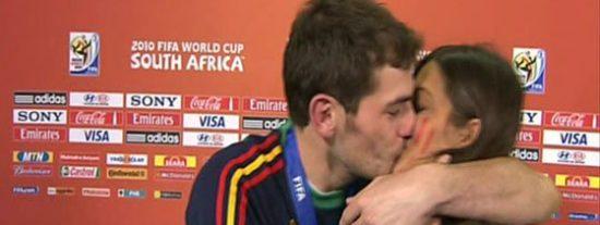 Iker besa a Sara delante de toda España