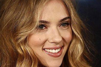 Scarlett Johansson muy sexy frente al objetivo de Mario Sorrenti