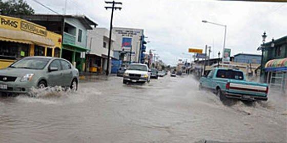"""Huracán """"Alex"""" se eleva a categoría dos y amenaza costas de México"""