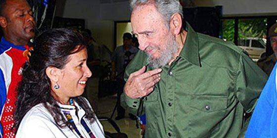Fidel Castro reaparece de uniforme y sin galones