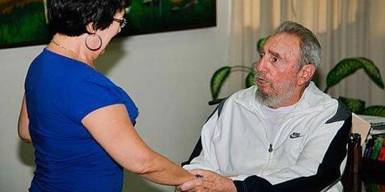 Fidel Castro reaparece en visita a centro de investigaciones en La Habana
