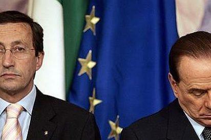 Berlusconi rompe con Fini y deja al Gobierno de Italia en el aire