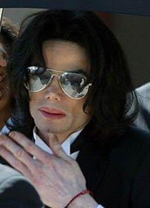 A Michael Jackson le llueven los hijos después de muerto