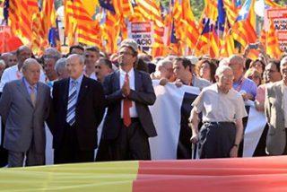 """Montilla huye en su coche oficial de la manifestación en Barcelona contra el Constitucional bajo gritos de """"charnego"""" y """"traidor"""""""