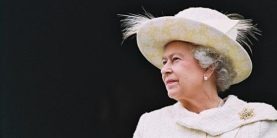 La familia real británica se suma al tijeretazo