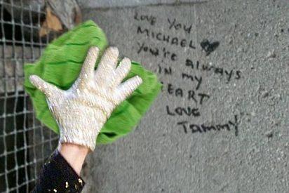'Atacan' la tumba de Michael Jackson