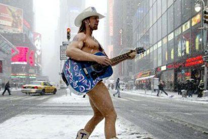 Duelo de 'vaqueros desnudos' en Times Square