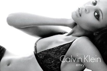 Zoe Saldana, una seductora en ropa interior