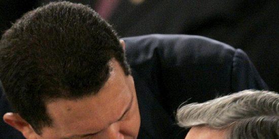"""Chávez dice que su objetivo es """"detener la locura guerrerista"""" de Colombia"""