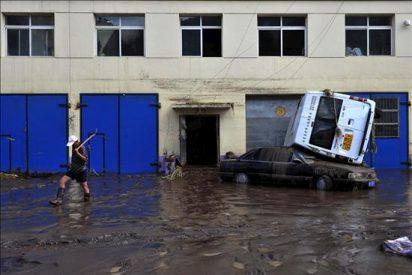 Se elevan a 49 los muertos por el desplome de un puente por inundaciones en China