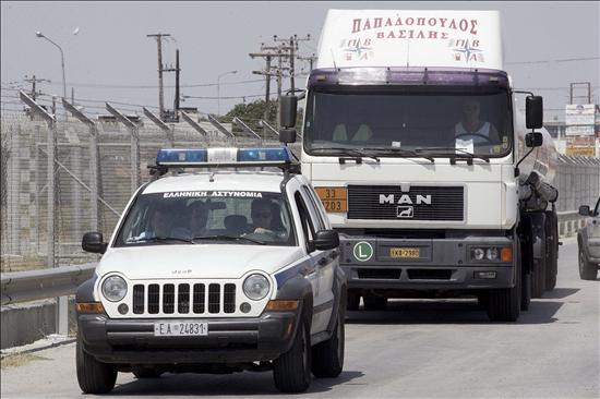 Los camioneros griegos debaten hoy si suspenden la huelga iniciada el lunes