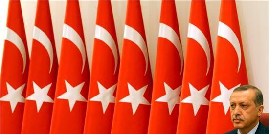 Erdogan y la cúpula militar celebran una delicada reunión