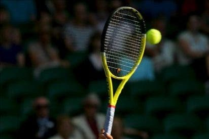 Sharapova claudica ante Azarenka, que inaugura su cosecha del año