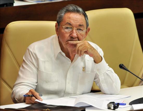 Raúl Castro anuncia la reducción del empleo estatal y más trabajo por cuenta propia