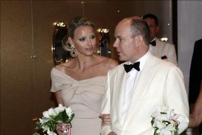 Alberto de Mónaco y Charlene Wittstock adelantan su boda unos días por el COI