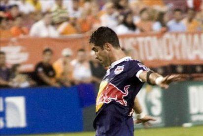 El colombiano Ángel amenaza a Buddle en el puesto de máximo goleador