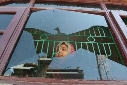 La India envía refuerzos para controlar la ola de violencia en Cachemira