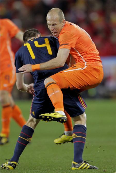 España y Holanda, multadas por el excesivo número de tarjetas en la final del Mundial