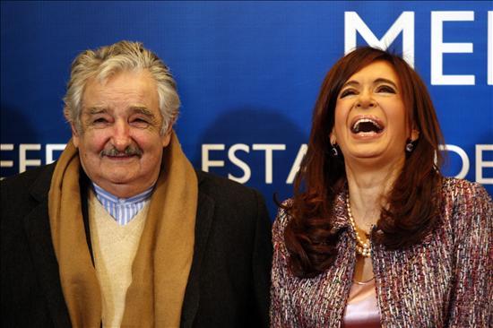 """Fernández destaca el acuerdo ambiental con Uruguay """"sin oscurecer"""" al Mercosur"""