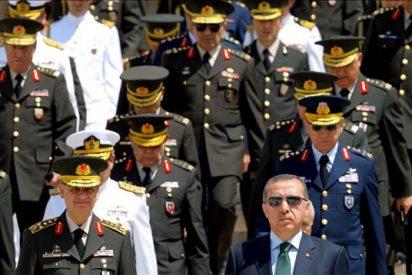 Erdogan boicotea una reunión militar y ahonda la crisis con los generales