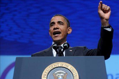 """Obama celebra sus 49 años sin su familia pero """"en casa"""""""