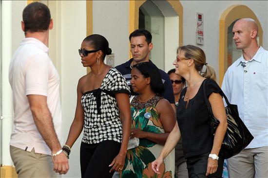 "Michelle Obama cierra su visita a Granada con un ""inolvidable"" recorrido por la Alhambra"