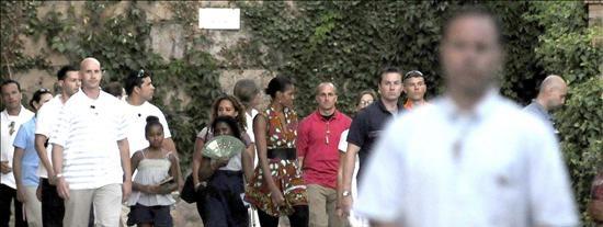 Michelle Obama toca las palmas al son de una zambra en el Sacromonte