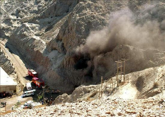 Patrullas no logran comunicarse con 34 mineros atrapados en el norte de Chile